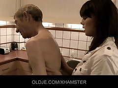 Young adulterate obtain orgasm from Grey covering