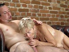 Saggy interior are sexy on a cock riding granny