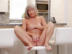 Mature Mam Leilani Lei Gets Fucked Hot Young Son's Friend