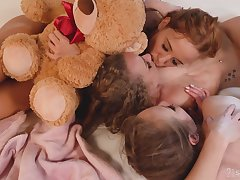 Hot lesbian threesome in dirty anal sex scenes