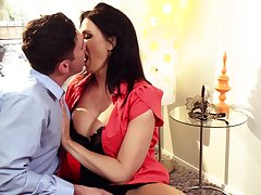Tantalizing milf Reagan Foxx gives a blowjob added to rides a lasting phallus