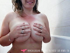 Vends-ta-culotte - Voyeur French Busty MILF takes a Bath