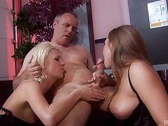 Wild FFM threesome with bushwa hungry Stephanie and Jemstone